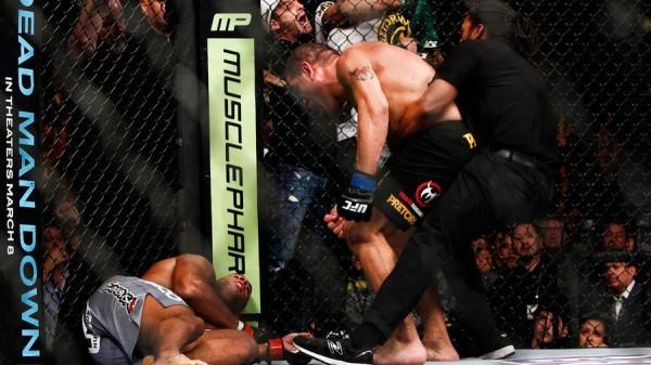 UFC 156: ΣΟΚ ΚΑΙ ΔΕΟΣ