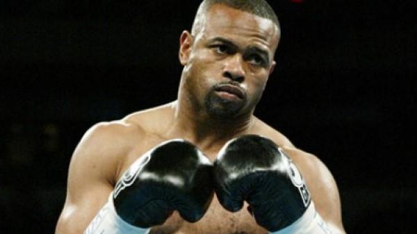 Anderson Silva vs Roy Jones Jr σε αγώνα πυγμαχίας;