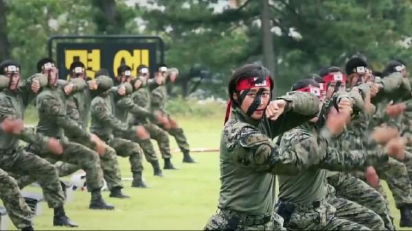 Aπίστευτη εκπαίδευση των Κορεατών στον στρατό