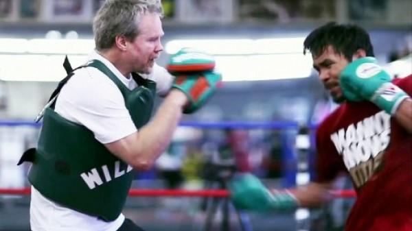 Roach: Ο Pacquiao δέρνει τον Mayweather μ'ένα χέρι