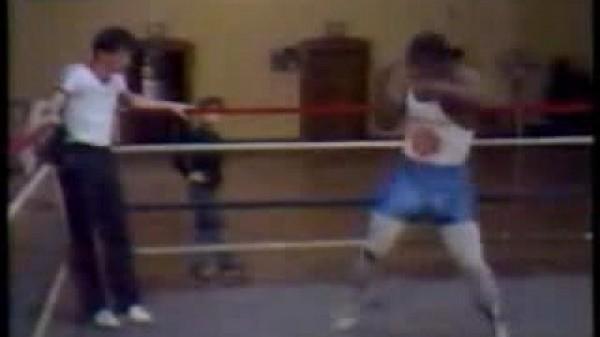 Ένας νεαρός Mike Tyson «τρομάζει» κόσμο με σκιαμαχία!