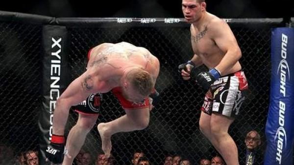 Velasquez vs. Lesnar: Ο Cain έκανε άσχημα πράγματα στον Brock (BINTEO)