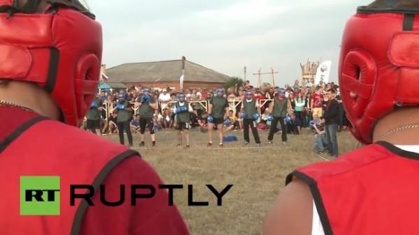 Ομαδικοί αγώνες μποξ σε χωριό της Ρωσίας