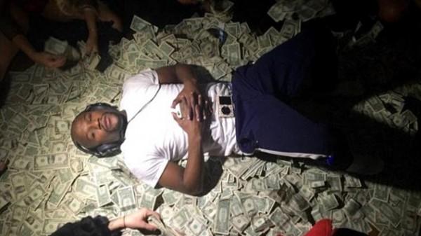 Πόσα χρωστάει ο Floyd στην εφορία;