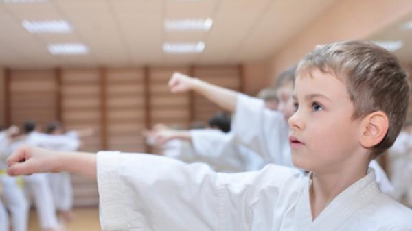 7 τρόποι που οι πολεμικές τέχνες κάνουν τα παιδιά καλύτερους μαθητές