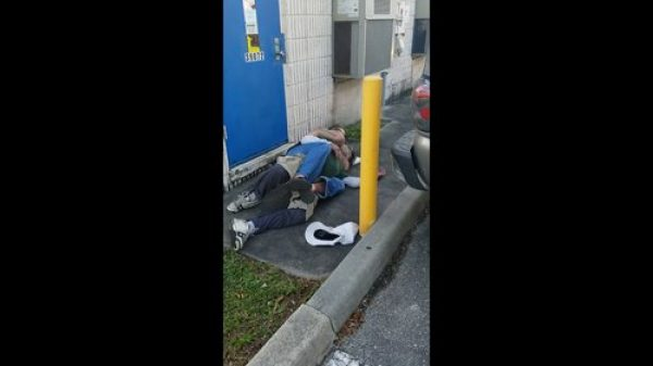 Aθλητής BJJ αφήνει αναίσθητο άστεγο μετά από επίθεση