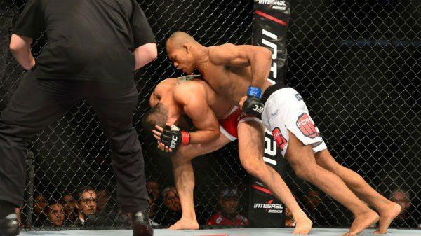 Ματσάκι UFC για να χαλαρώσεις πριν την προπόνηση (ΒΙΝΤΕΟ)