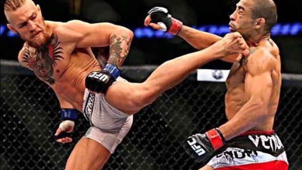 O McGregor χτυπάει αντίπαλο ενώ είναι κάτω σε πυγμαχικό σπάρινγκ