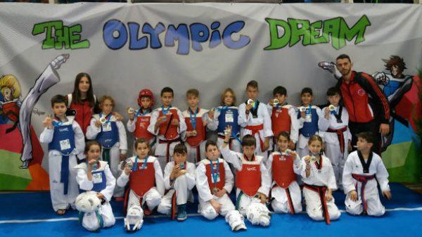 Fight Club Patras: Πήραν τις ευκαιρίας του οι μικροί μαχητές