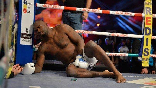 Μαχητής προσποιείται πως χτύπησε για να γλιτώσει από τον Morosanu