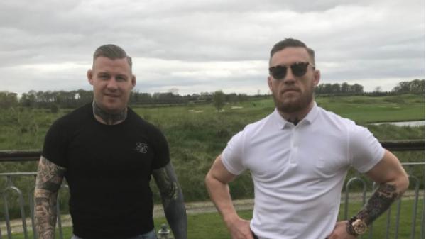 To team του McGregor θέλει τον 50 Cent στο κλουβί