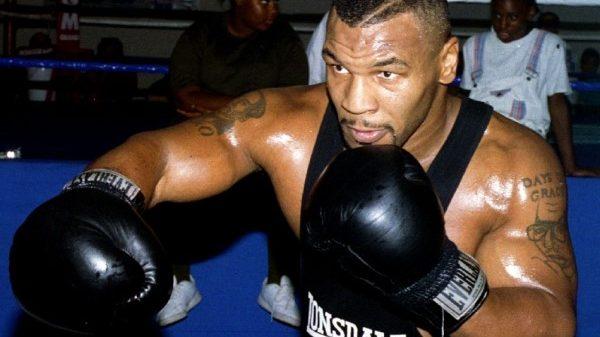 Πόσες ίντσες ήταν ο λαιμός του Mike Tyson;