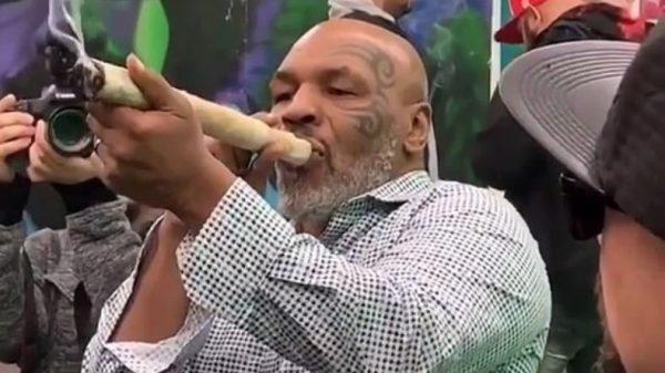 Ο Mike Tyson καπνίζει μαριχουάνα που θυμίζει…κανόνι!