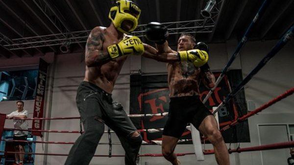 Προπόνηση μποξ για McGregor στο πρώτο γυμναστήριο που έβαλε γάντια!